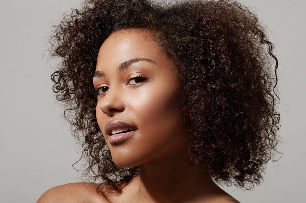 Use These 6 Hacks To Get Rid Of Oily Hair In 7 Days