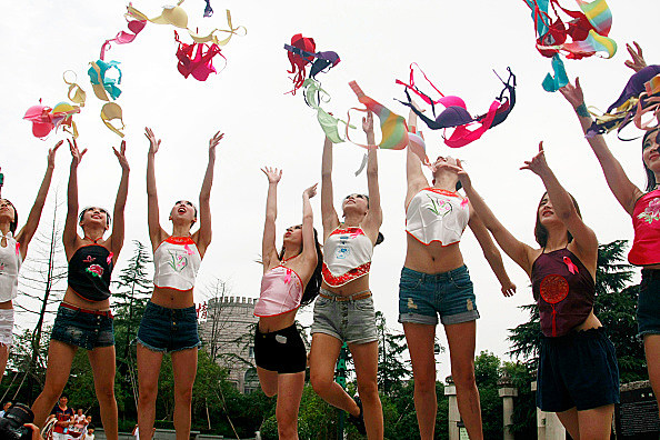 Causes Each Lady Ought to Have a good time This Distinctive Day NO BRA