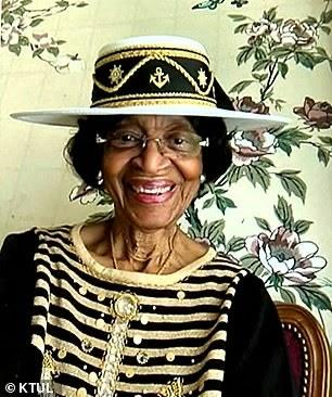 This 82-Yr-Previous Lady Has Dressed Up Each Sunday For 52 Weeks To Attend Her Church's Digital Service 82 year old woman virtual church service