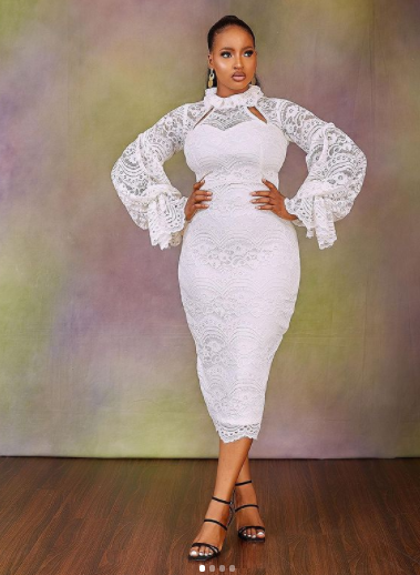 13 White Outfit Concepts To Encourage Your Court docket Marriage ceremony Look white court wedding outfit ideas 6